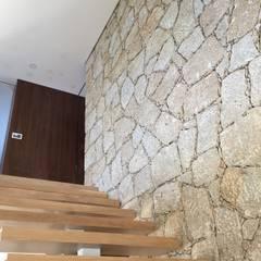 House IA | Barcelos: Escadas  por Cláudia Pinto Silva . arquitecta
