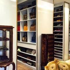 Residencia Coelho, Sala, Sala jantar, Closet.: Closets  por STUDIO AGUIAR E  DINIS