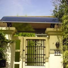 Projekty,  Dach szczytowy zaprojektowane przez Dartora Esquadrias Metálicas