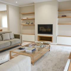 Residência A&A: Salas de estar  por UNISSIMA Home Couture