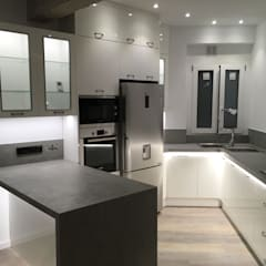 Reforma de piso en el barrio de Ruzafa de Valencia: Cocinas integrales de estilo  de Rimolo & Grosso, arquitectos