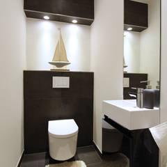Home Staging WC:  Badezimmer von StageBella