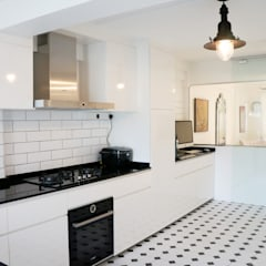 3-Room HDB @ Whampoa Drive Colonial style kitchen by AgcDesign Colonial