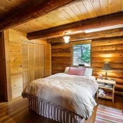 Rustikales Haus:  Schlafzimmer von Tanja Mason Fotografie