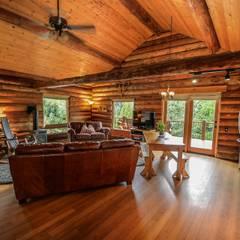 Rustikaler Wohnraum:  Wohnzimmer von Tanja Mason Fotografie