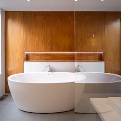 Avenue Road Residence:  Bathroom by Flynn Architect ,