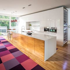 Avenue Road Residence:  Kitchen by Flynn Architect ,
