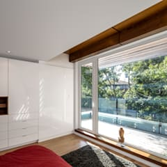 Avenue Road Residence:  Bedroom by Flynn Architect