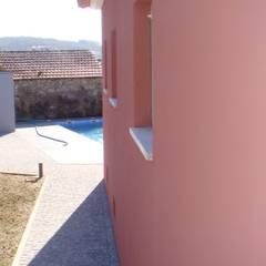 Casas das Estrelícias: Casas de campo  por ® PERFIL┳ Arquitectura