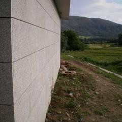 Casa das Neves: Paredes  por ® PERFIL┳ Arquitectura