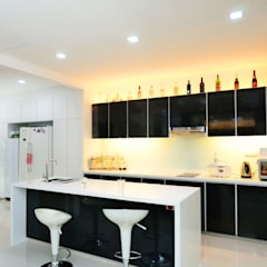 Terrace @ Saraca Place:  Kitchen by AgcDesign,