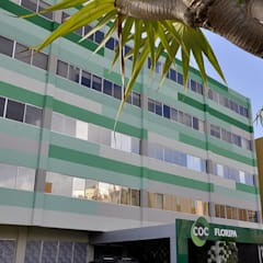 COC Floripa | Unidade Continente Escolas modernas por SZ ARQUITETURA Moderno