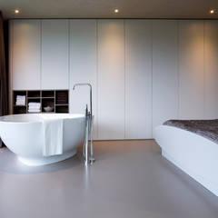 Bad in slaapkamer:  Slaapkamer door Yben Interieur en Projectdesign