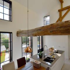 Renovatie monumentale hoeve:  Keuken door ARCHiD, Klassiek