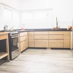 PROYECTO - Santa Rosa - Cocina de Mon Estudio Moderno Madera maciza Multicolor