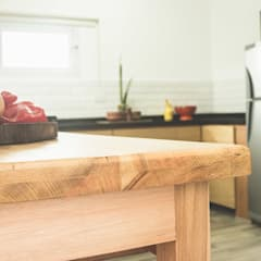 Mesa - Detalles y Perfección: Muebles de cocinas de estilo  por Mon Estudio