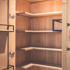 Muebles de cocinas de estilo  por Mon Estudio