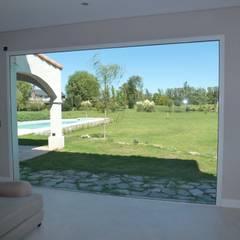 Diseño y Construcción de Casa en Haras San Pablo por Estudio Dillon Terzaghi Arquitectura: Livings de estilo  por Estudio Dillon Terzaghi Arquitectura - Pilar