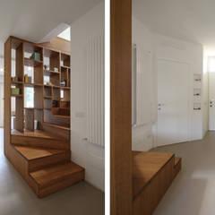 Pasillos y vestíbulos de estilo  por JFD - Juri Favilli Design
