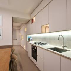 Cucina Design Moderno: Cucina attrezzata in stile  di JFD - Juri Favilli Design