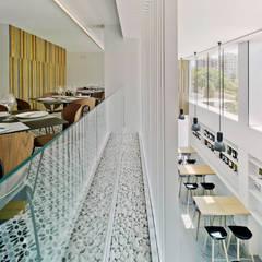 El Cielo: Locales gastronómicos de estilo  de CANTÓ ARQUITECTOS