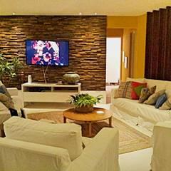 Casa campo Margarete : Salas de estar  por STUDIO AGUIAR E  DINIS