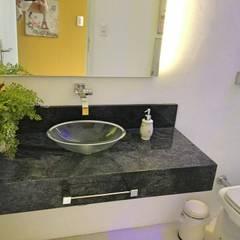 Casa campo Margarete : Casas de banho  por STUDIO AGUIAR E  DINIS