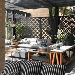 casa de campo: Terrazas de estilo  por Ecologik, Ecléctico