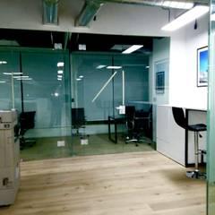 of corporativas de  jc delucx: Hospitales de estilo  por INSU GLASS SA DE CV