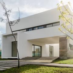 CASA TRN2: Casas unifamiliares de estilo  por ARQUITECTO MAURICIO PIZOLATTO,Moderno Ladrillos