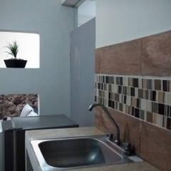 DEPARTAMENTO CA5 en 25m2: Muebles de cocinas de estilo  por CLAROSCURO ESTUDIO DE ARQUITECTURA,