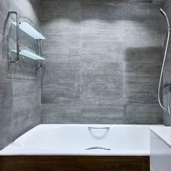 Малентькая квартира: Ванные комнаты в . Автор – Архитектурная студия Александры Спицыной, Лофт