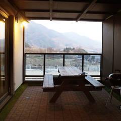 경남하동 50평형  ALC친환경 애견팬션: W-HOUSE의  베란다