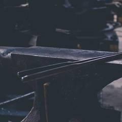 Schmiedarbeiten für Möbelunikate: industriale Wohnzimmer von Kraftstoff