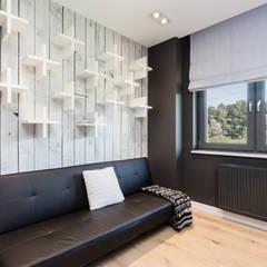 Dom w Markach: styl , w kategorii Pokój multimedialny zaprojektowany przez Modify- Architektura Wnętrz