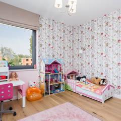 Dom w Markach: styl , w kategorii Pokój dla dziwczynki zaprojektowany przez Modify- Architektura Wnętrz