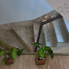 Treppe von Tribuz Interiors Pvt. Ltd.
