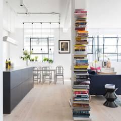Loft Living : modern Kitchen by Kitchen Architecture