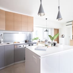 Cherry Crest:  Kitchen by Clifton Leung Design Workshop, Scandinavian