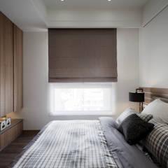 베드룸 옷장: KD Panels의  침실