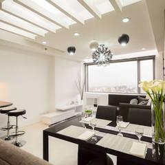 ACE Hotel & Suites:  Living room by TG Designing Corner ,
