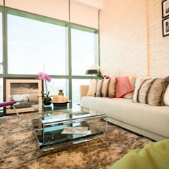 8 Forbes Town Road Golf View Residences:  Living room by TG Designing Corner ,