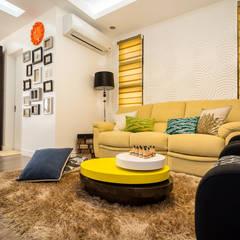 Tagaytay Southridge Estates:  Living room by TG Designing Corner