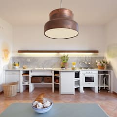 Kitchen units by Oliver Kuty Photography, Mediterranean