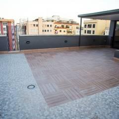 Suelo de terraza: Terrazas de estilo  de Grupo Inventia