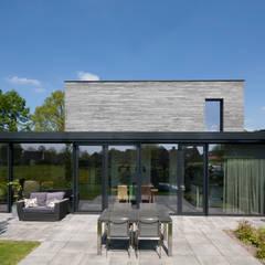 Casas unifamiliares de estilo  por Joris Verhoeven Architectuur