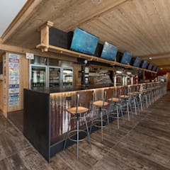 Oliver American Restaurant: Bar & Club in stile  di BEARprogetti - Architetto Enrico Bellotti