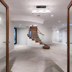 Stairway:  Stairs by Moda Interiors