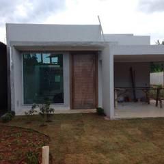 Projeto de Arquitetura e Construção de casa, Ponte Alta Norte, Gama - DF.: Casas familiares  por Rudini Rodarte Arquitetura e Construção