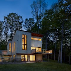 Spence House:  Prefabricated home by Metcalfe Architecture & Design